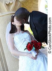 interracial カップル, 結婚式, 接吻