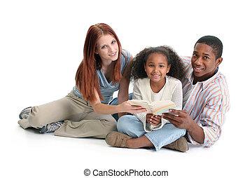 interracial, 読書, 家族, 一緒に