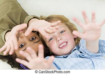 interracial, jogar crianças