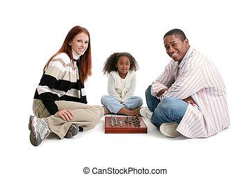 interracial, tocando, família, xadrez