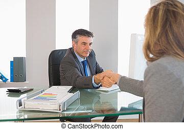 interviewee, ręka, biznesmen, potrząsanie, poważny