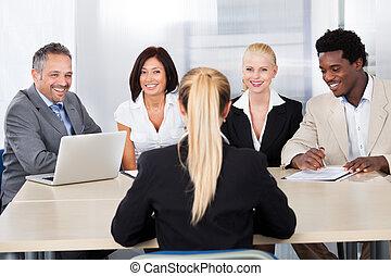 intervju, kvinna, kvinnlig, sittande