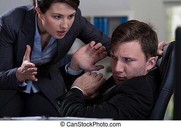 intimider, lieu travail