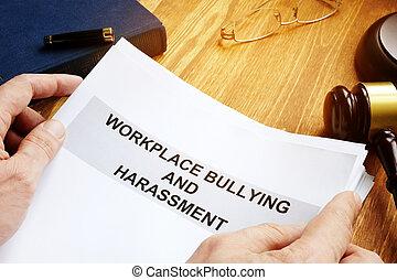 intimider, réclamation, harcèlement, court., lieu travail