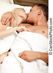 intimo, baciare coppie