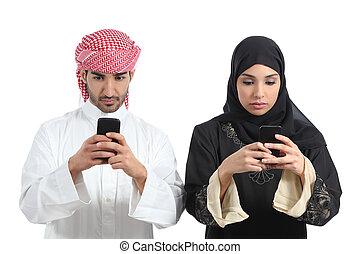 intoxiqué, téléphone, couple, saoudien, intelligent