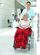 invalid, kvinde, ind, hospitalet