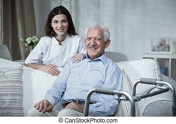 invalide, hogere mens, en, verpleegkundige