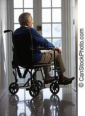 invalide, hogere mens, zittende , in, wheelchair