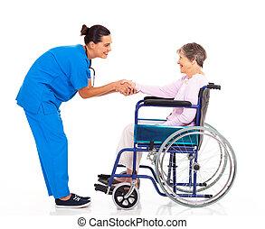 invalide, senior, patiënt, verpleegkundige, groet