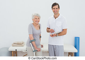 invalide, senior, therapist, patiënt, rapporten