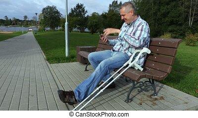 invalide, telefoon, gebruik, man, smart, vrolijke