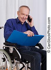 Invalide, vrolijke,  man