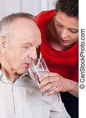 invalide, water, verpleegkundige, portie, drinkt