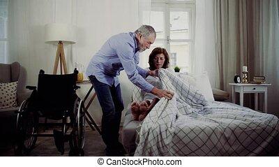 invalide, wife., zijn, vrouw, ziek, bed, portie, het putten,...