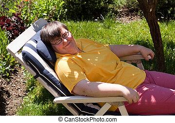 invaliden gemachte frau, aalt, in, deck, stuhl