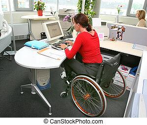 invaliden gemachte frau, in, a, wheelchair.