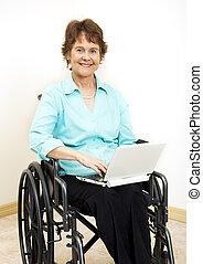 invaliden gemachte frau, mit, netbook