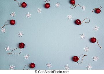 inverno, experiência azul, com, vermelho, bolas, e, snowflakes., cópia, space.