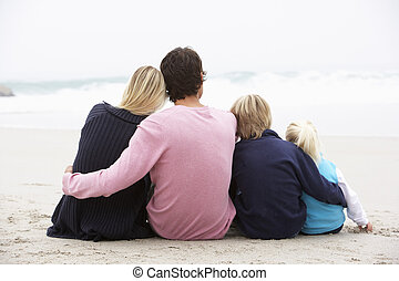 inverno, família, sentando, jovem, costas, praia, vista