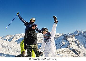 inverno, ritratto, di, amici, a, sciare