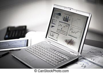 investering, affärsman, analysering, laptop., topplista