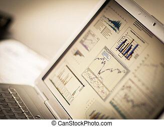 investimento, homem negócios, analisando,  laptop, gráficos
