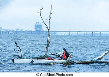 invierno, kayaking, en, el, río, en, ucrania, 25