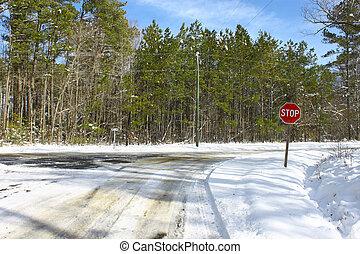 invierno, parada, dos, nieve, helado, caminos, cubierto, intersección, día, señal