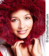 invierno, retrato, de, mujer feliz, con, piel, capucha