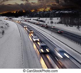 invierno, tarde, tráfico
