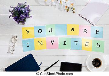 invited., カラフルである, 机, メモ, バックグラウンド。, ペーパー, あなた, メッセージ