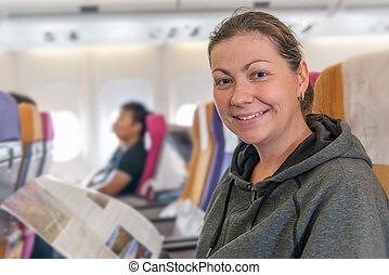inzittende vlucht, stoel, magazine, gedurende, het glimlachen, vliegtuig, vrolijke
