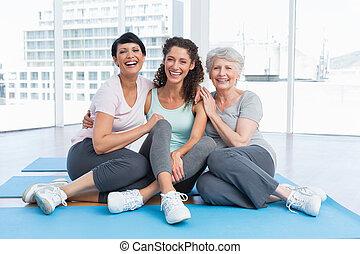 ioga, comprimento, cheio, mulheres, alegre, classe