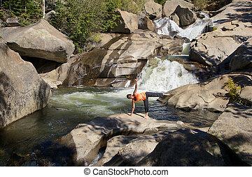 ioga, em, um, cachoeira