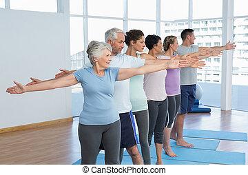 ioga, mãos, esticar, fila, classe