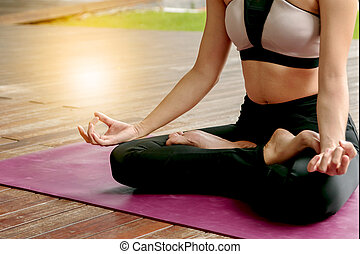 ioga, mulher bonita, meditar, em, pose lotus
