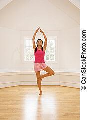 ioga, mulher, pose árvore