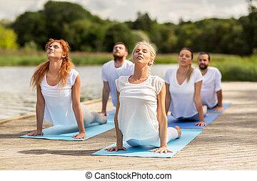 ioga, pessoas, grupo, ao ar livre, exercícios, fazer