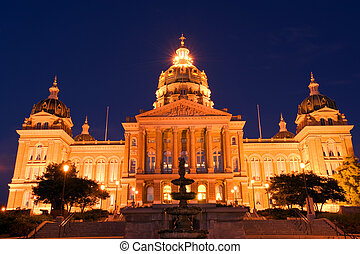 State Capitol at night in Des Moines, Iowa