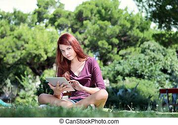 ipad, 勉強, 女の子, 公園, モデル