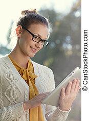 ipad, 距離, 女, 若い, education., クローズアップ, outdoors., 痛みなさい