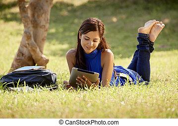 ipad, kobieta, badając, książki, kolegium, próba