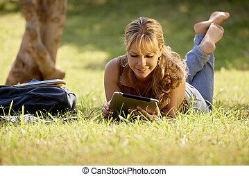 ipad, kvinde, indstudering, bøger, læreanstalt, prøve