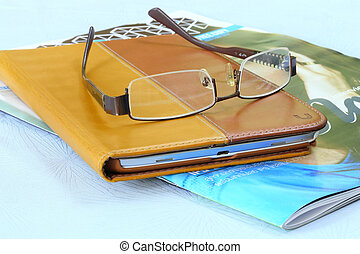 ipad, lunettes, livre