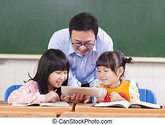 ipad, tavoletta, bambini, insegnante, digitale, insegnamento, o