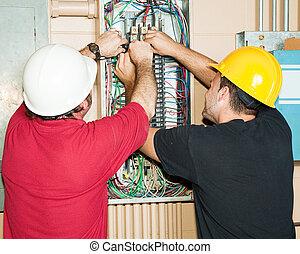 iparossegéd, elektrotechnikusok, dolgozó