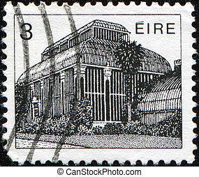 IRELAND - CIRCA 1983: A stamp printed in Ireland Republic honoring Irish Architecture shows National Botanic Gardens of Ireland, Central Pavilion, Glasnevin, Dublin, circa 1983