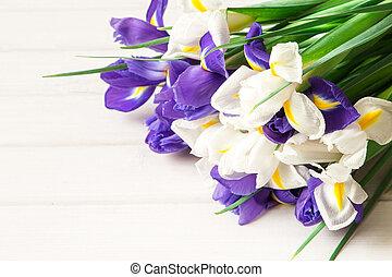 iris, bouquet, table bois, fleurs blanches