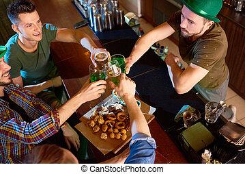 irlandais, célébrer, patricks, saint, amis, jour